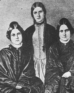 Les très célèbres soeurs Fox à lorigine du spiritisme aux Etats Unis