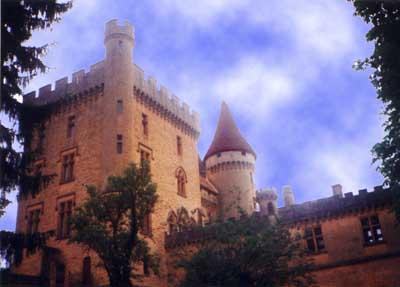 Le château hanté de Puymartin en Dordogne